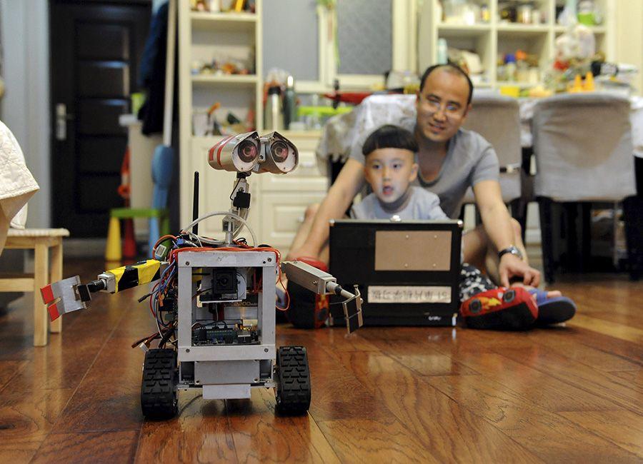 Personagem Wall-E ganha réplica em Qingdao / Stringer/REUTERS