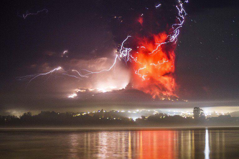 Imagem de erupção dovulção, que estava inativo havia meio século