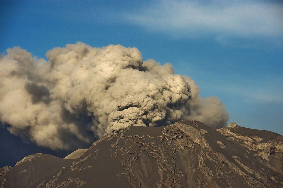 Calbuco não para de lançar cinzas na atmofera / Martin Bernetti/AFP