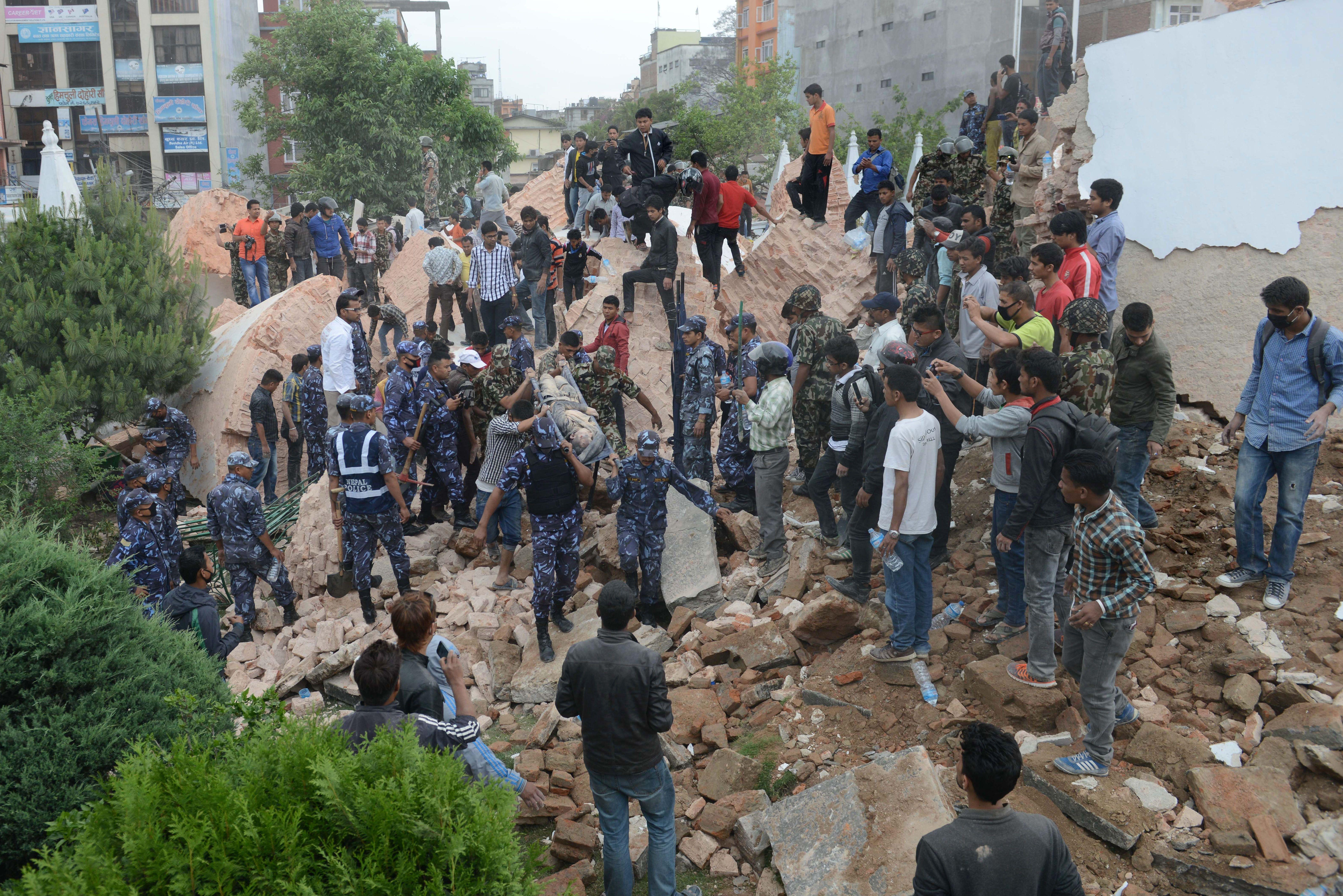 Terremoto causou mortes e destruição