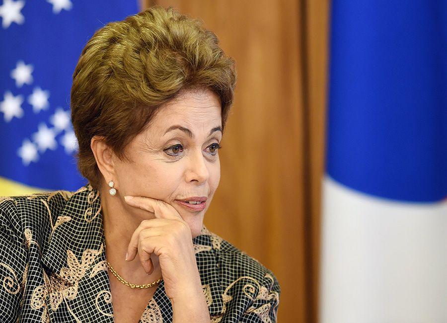 PSDB afirma que  Dilma cometeu crime / Evaristo Sá/AFP