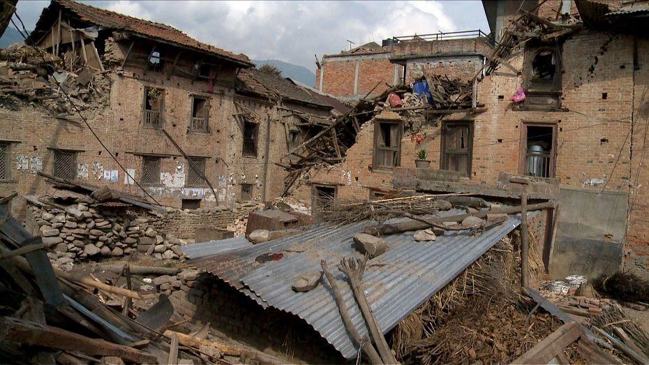 Foto mostra destruição em Khokana, localizada ao sul de Katmandu / agnes bun / AFP