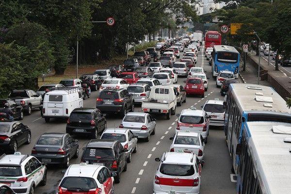 CET suspenderá rodízio de carros e caminhões nesta sexta-feira / Renato S. Cerqueira / Futura Press / Folhapress