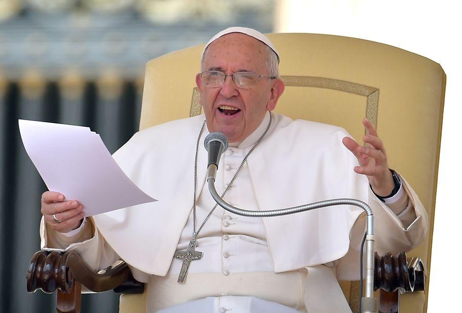 Papa fala sobre salários desiguais em seu discurso geral na Praça de São Pedro / VINCENZO PINTO / AFP