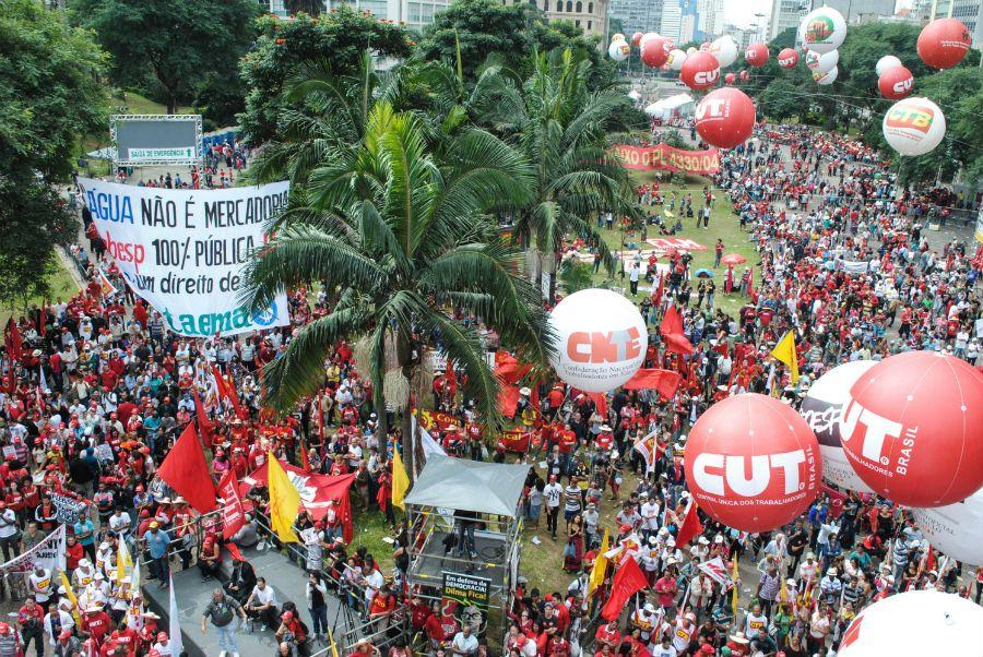 Sindicalistas e movimentos sociais protestaram em São Paulo / Fábio Vieira/Código19/Folhapress