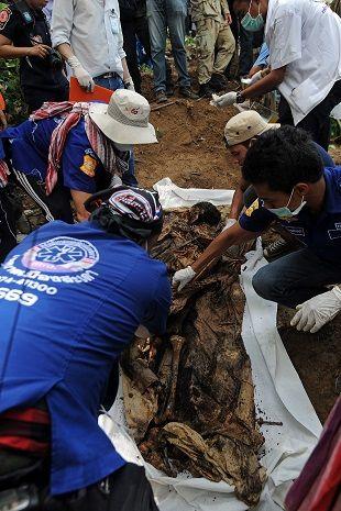 Ele foi inicialmente acusado de fraude por manter cativo um rohingya, pelo qual havia recebido resgate / MADAREE TOHLALA / AFP