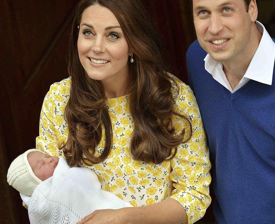 Kate Middleton e o príncipe William apresentam princesa recém-nascida / John Stillwell/Reuters