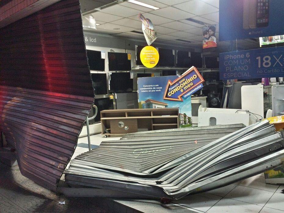 Bandidos atiraram contra os guardas, que revidaram / Willian Kury/BandNews FM