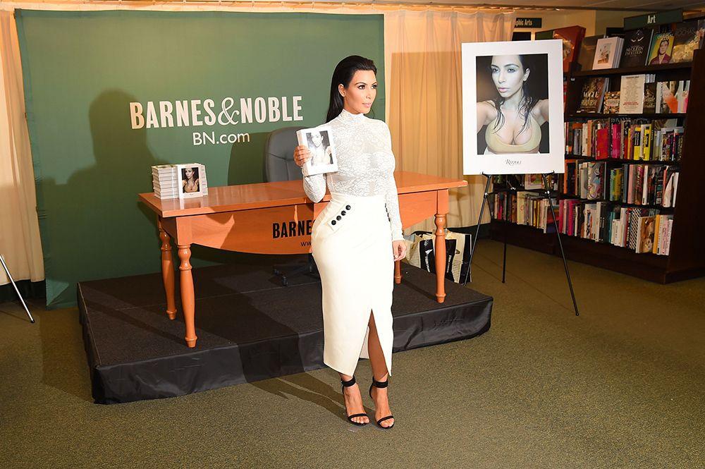 Kim Kardashian lança livro de fotos em NY / Michael Ioccisiano/AFP