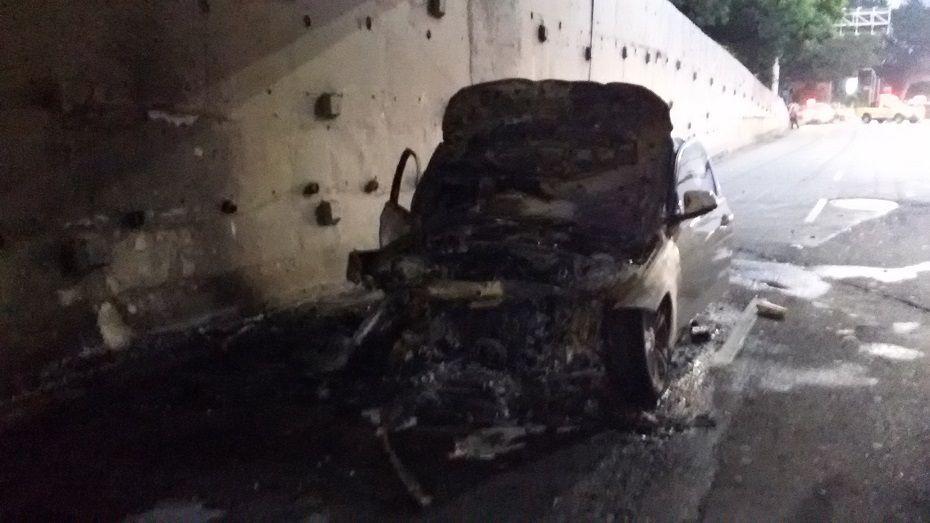 Carro pegou fogo na marginal