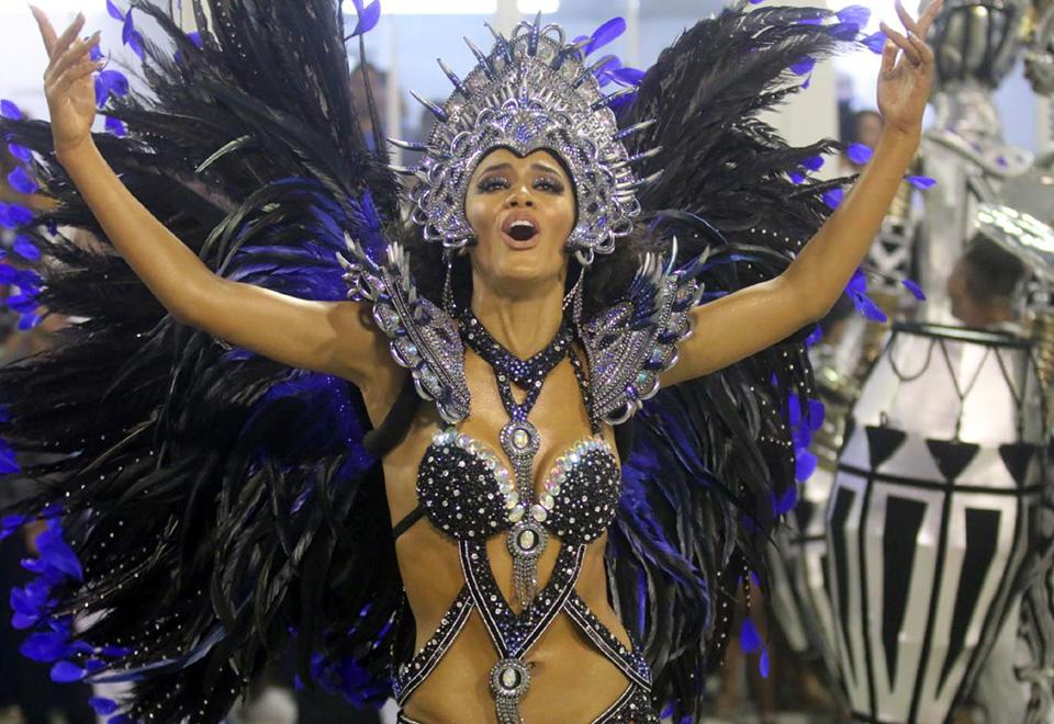Raissa Santana, Miss Brasil 2016, fez sua estreia na Sapucaí