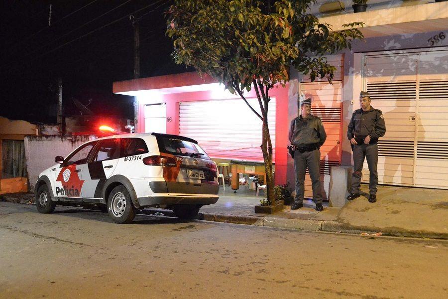 Dono do comércio e o funcionário foram baleados, não resistiram aos ferimentos e morreram / Edu Silva/Futura Press/Folhapress