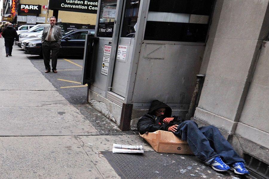 Cidade é cenário de muitos moradores de rua / Shutterstock