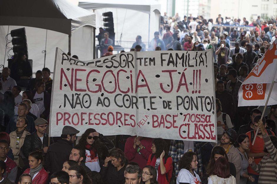 Professores reivindicavam 75,3% de aumento e decidiram voltar a trabalhar ontem / Mário Ângelo/Sigmapress/Folhapress/Arquivo