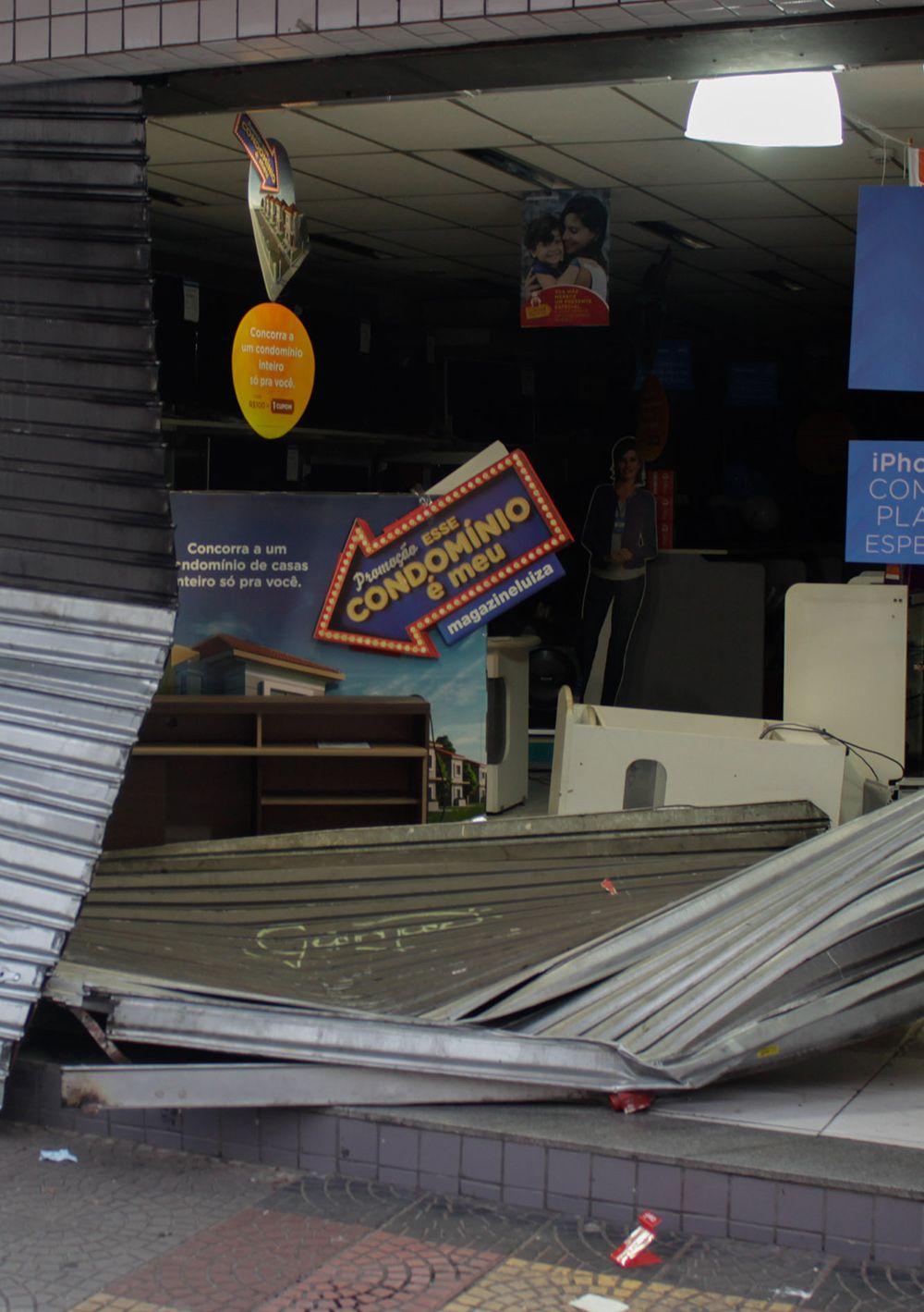 Imagem da loja saqueada em São Caetano do Sul / Renato Mendes/Folhapress