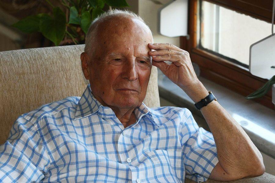 Seu estado de saúde se deteriorou recentemente, e ele respirava com a ajuda de aparelhos / ADEM ALTAN / AFP