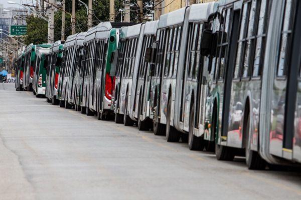 Motoristas e cobradores reivindicam maior reajuste salarial / Carla Carnie / Frame / Folhapress