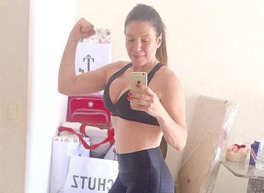 Simony mostrou boa forma em selfie no espelho / Divulgação/Instagram
