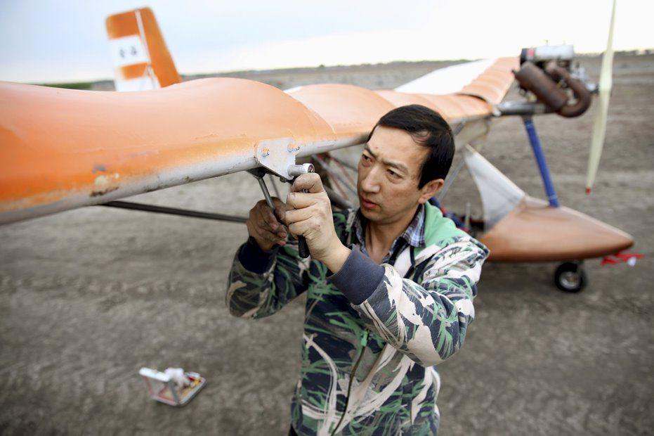 Gerente constrói avião caseiro na China / REUTERS/Stringer