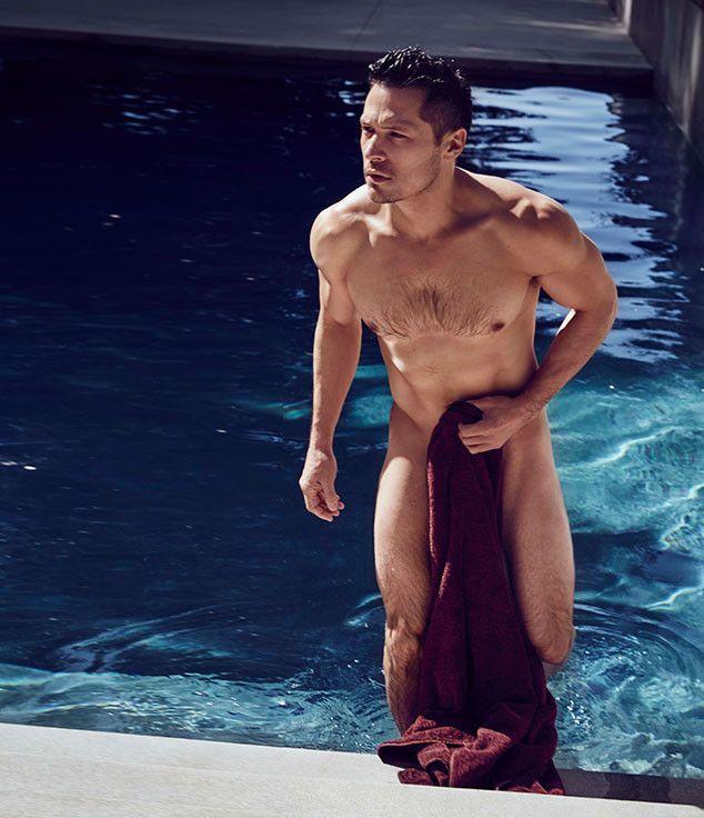 O ator usou apenas uma toalha para esconder as partes íntimas / Cosmopolitan UK
