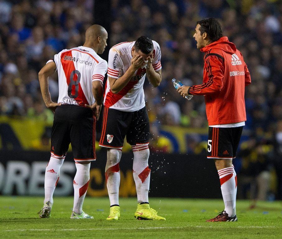 Jogadores do River apresentaram dificuldades para respirar e ardor nos olhos - Alejandro Pagni/AFP