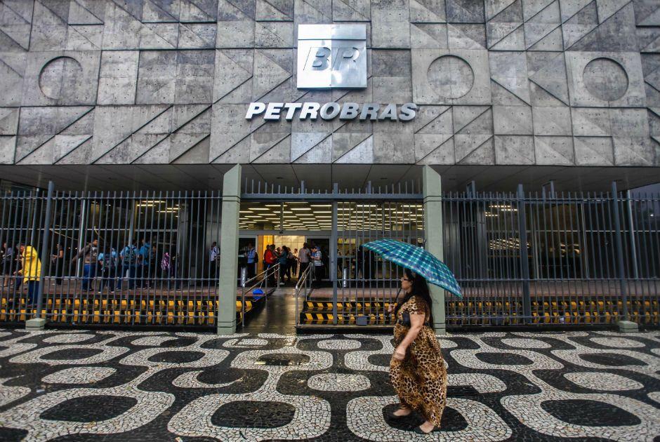 Operação da PF investiga irregularidades na Petrobras / Código19/Folhapress