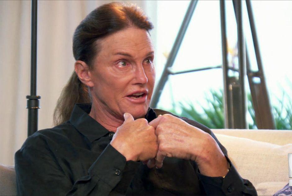 Bruce Jenner chora ao falar com suas filhas em reality / Divulgação/E!