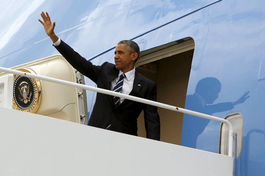 Obama escreve primeiro tweet no Salão Oval da Casa Branca / REUTERS/Jonathan Ernst