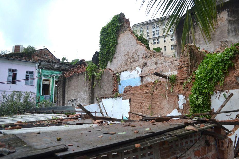 Desabamento de casarão antigo deixa um morto em Salvador / Romildo de Jesus/Futura Press/Folhapress