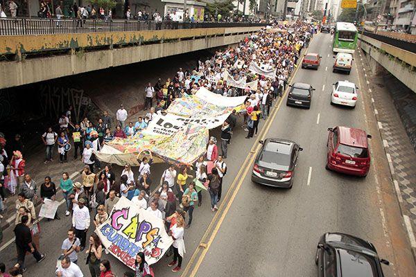 Protesto seguiu pela região central de São Paulo / Eduardo Hernandes / Futura Press / Folhapress