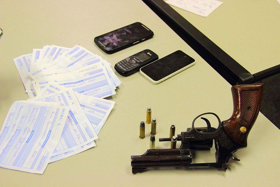 Agentes desconfiaram do grupo porque o veículo em que os suspeitos estavam era clonado / Nivaldo Lima/Futura Press/Folhapress