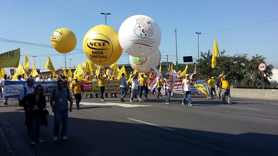 Manifestantes chegaram a para o trânsito / Ronaldo Rodrigues/Band