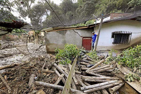 Inundação também deixou mais de 50 pessoas feridas e cerca de 500 desabrigadas / Jose Miguel Gomez / Reuters