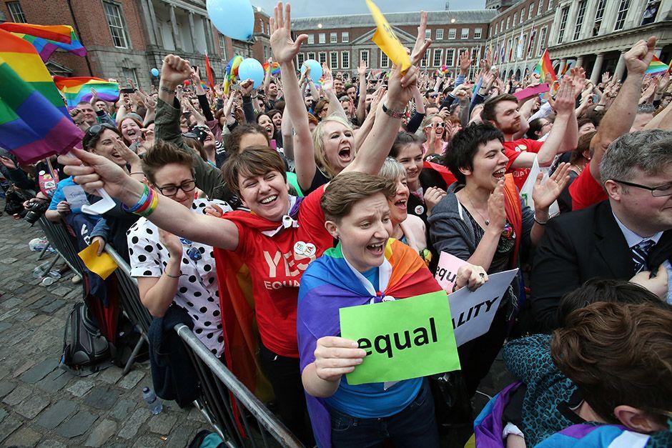 Comemoração após o anúncio da aprovação do casamento gay na Irlanda / Ian Kington/AFP