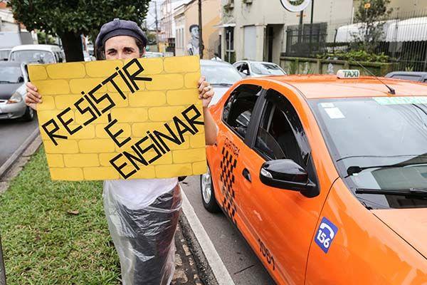Professores estaduais continuam com paralisação / Joka Madruga / Futura Press / Folhapress
