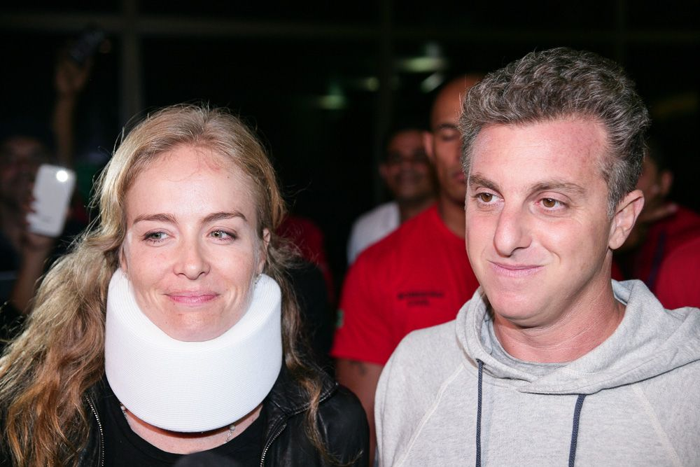 Angelica e Luciano Huck deixam hospital em São Paulo / Raphael Castello/AgNews