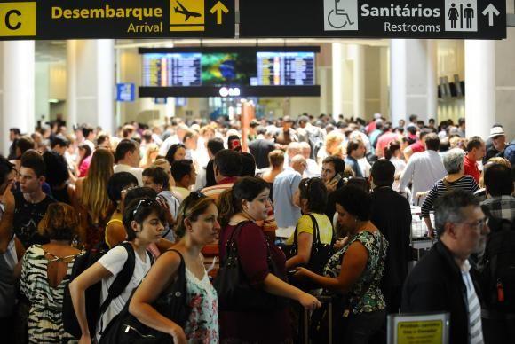Uma vez no aeroporto, os passageiros brasileiros gostam de esperar o voo acompanhados de um bom livro ou revista / Divulgação