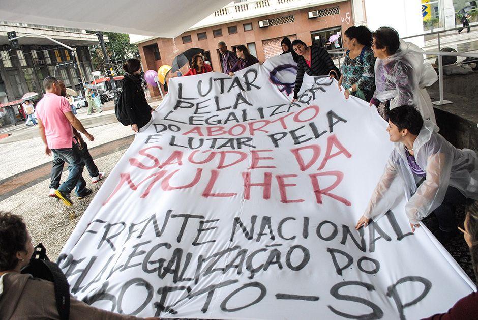 Grupo protesto no Centro de São Paulo / Folhapress