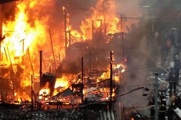 Ainda não há informações sobre motivo do incêndio / Reginaldo Castro / Folhapress