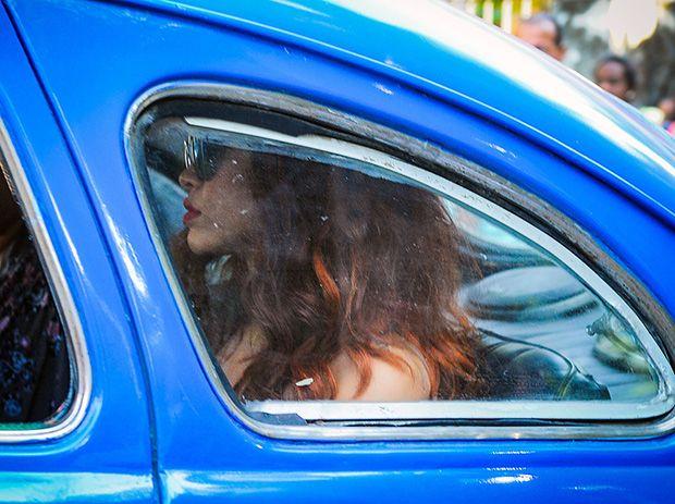 Rihanna circula por cidade cubana