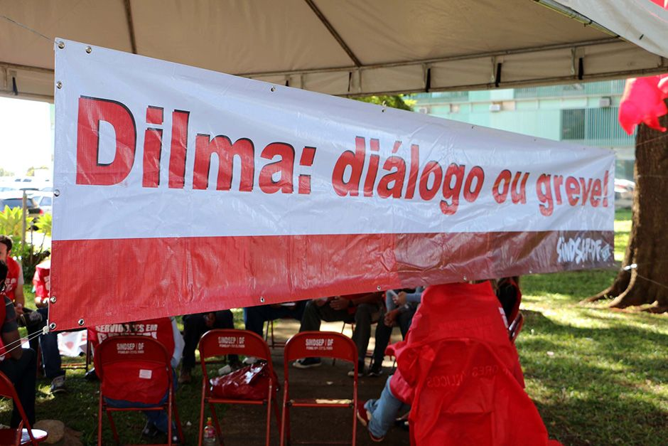 Servidores durante protesto contra Dilma / Futura Press/Folhapress