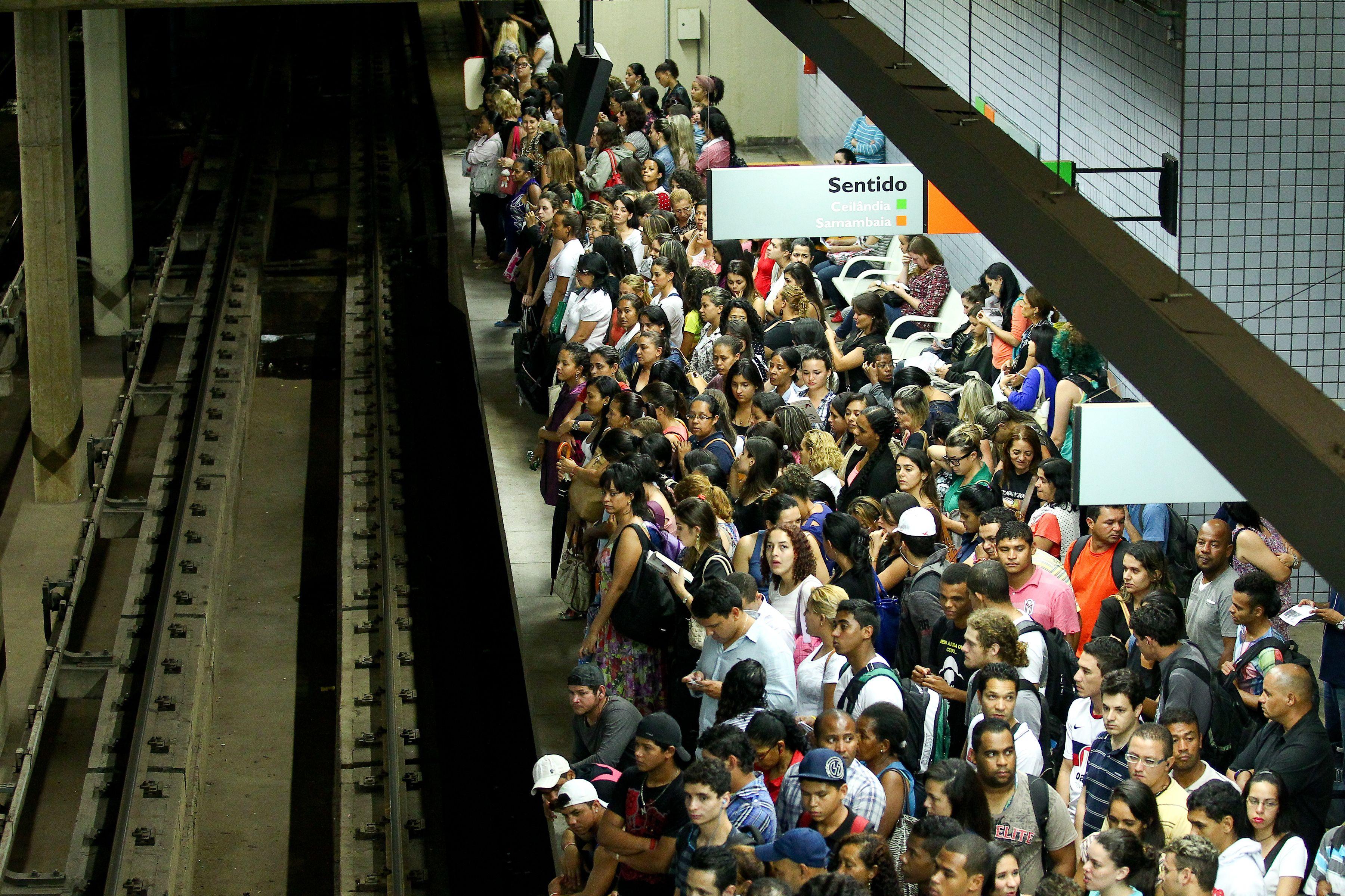 Plataforma lotada em greve dos metroviários de 2014 / Pedro Ladeira/Folhapress