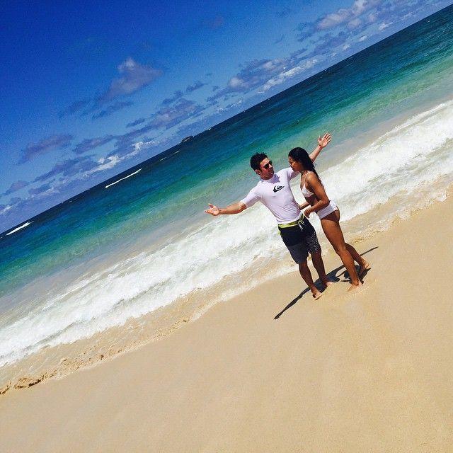 Zac Efron e Sami Miró curtem praia no Havaí / Divulgação/Instagram