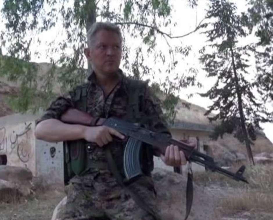 Reprodução/Twitter / Michael Enright em ação contra o Estado Islâmico