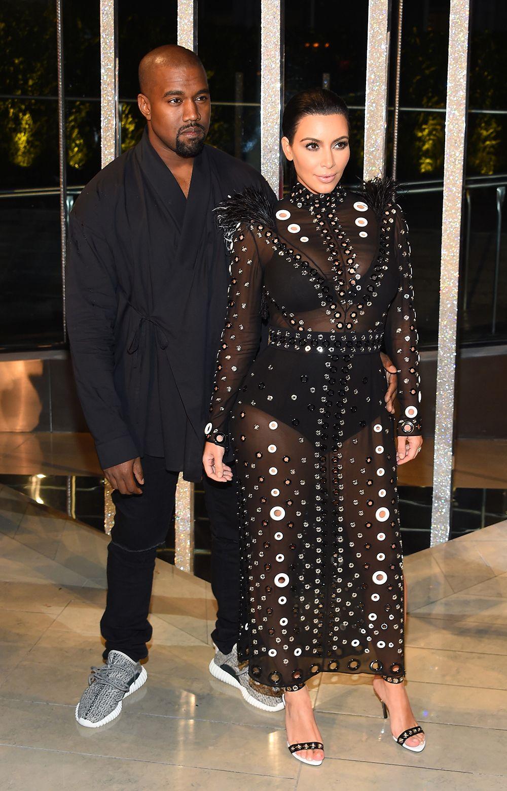 Kim Kardashian escolhe look transparente para ir a evento com o marido / Larry Busacca/AFP
