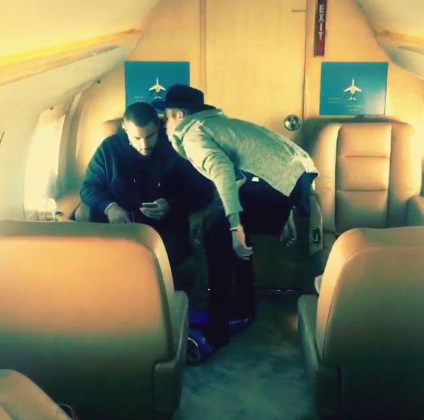Justin Bieber beija seu segurança / Reprodução/Instagram
