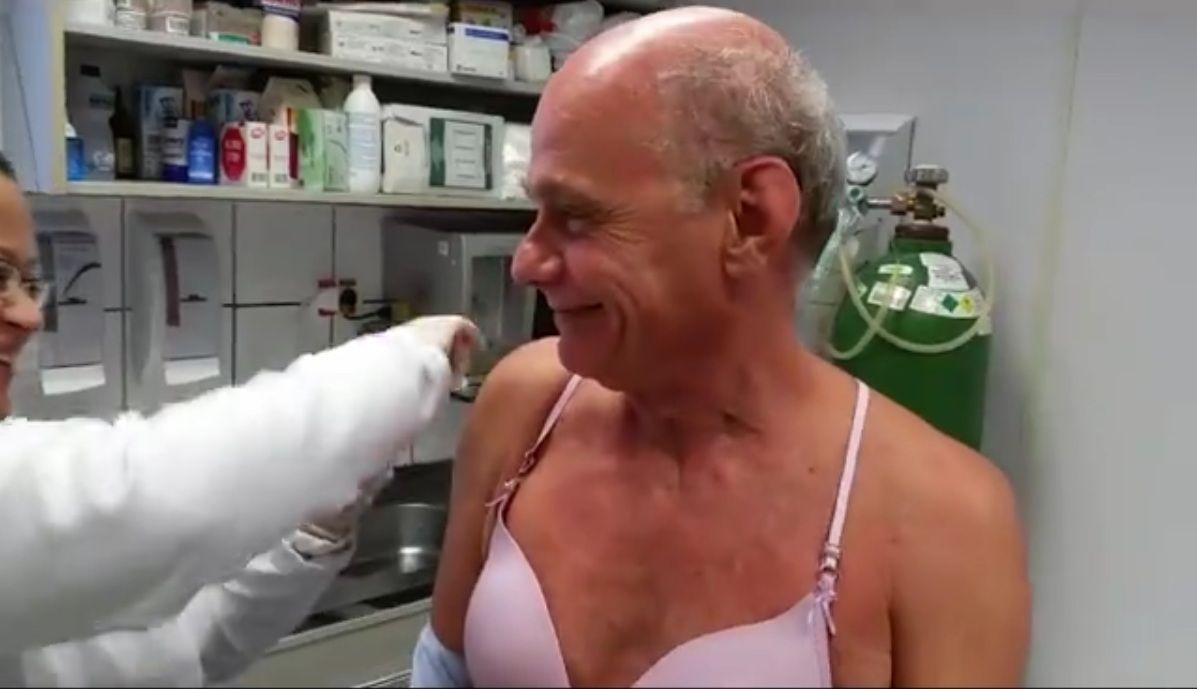Ricardo Boechat se vacina contra gripe / Reprodução