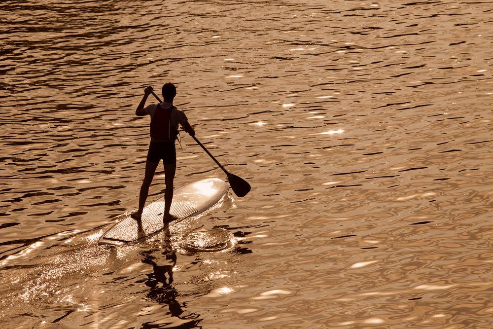Brasileiro morreu enquanto praticava stand up paddle / Shutterstock