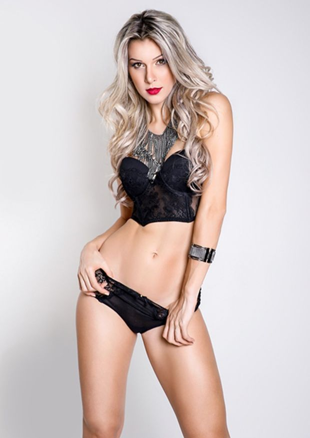 Tatiele Polyana encarna angel sexy em ensaio