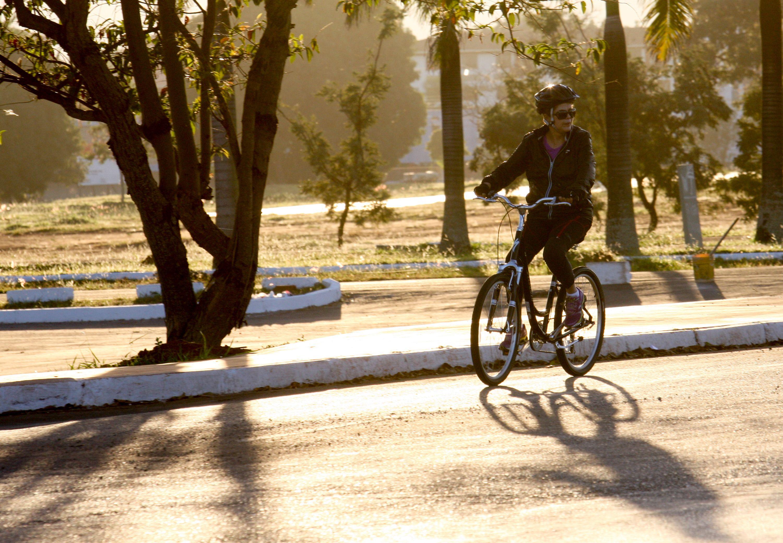 Dilma pedalou próximo ao Palácio da Alvorada / Joel Rodrigues/Frame/Folhapress